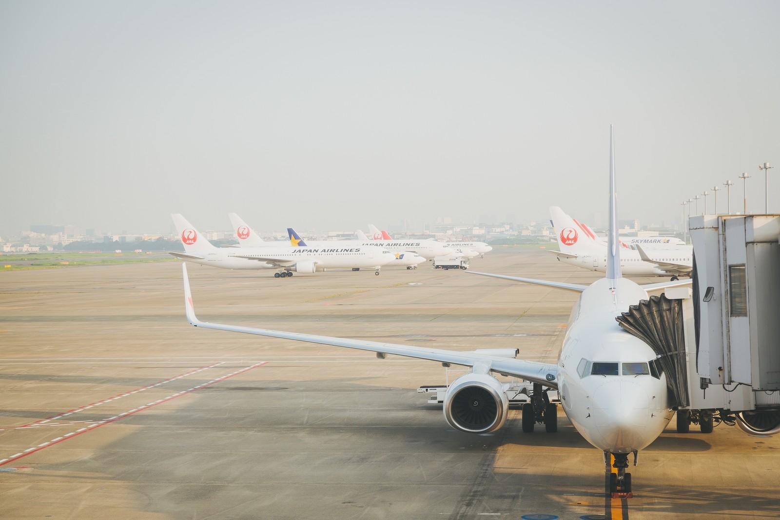 飛行機 by PAKUTASO