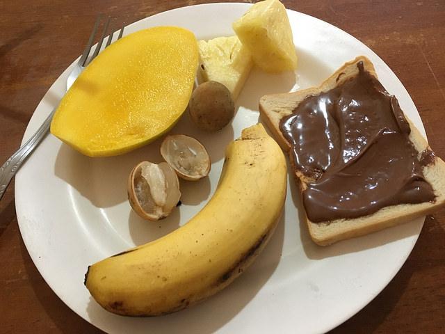 英語学校の朝ごはん。フルーツいっぱいで嬉しい。