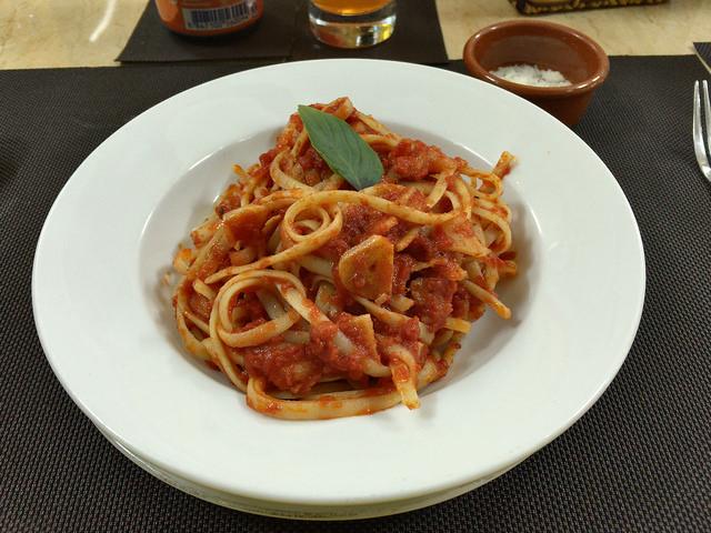 トマトソースのフェットチーネ