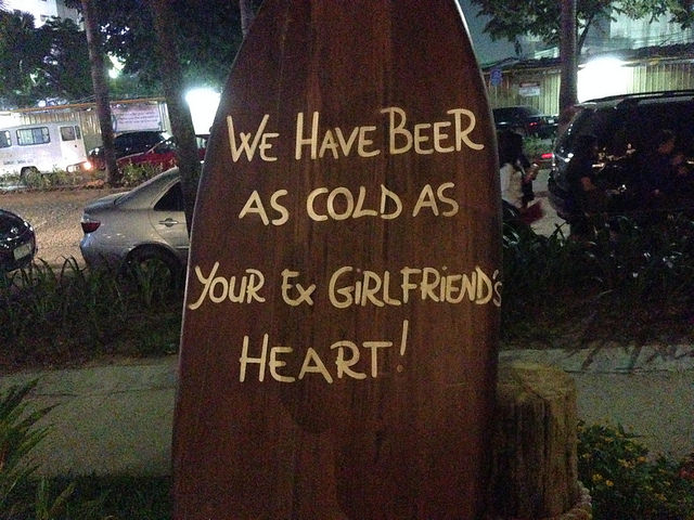 Shaka Hawaiian restaurantのイカす看板