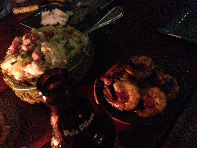 Shaka Hawaiian restaurantでガーリックシュリンプとパイナップルライス
