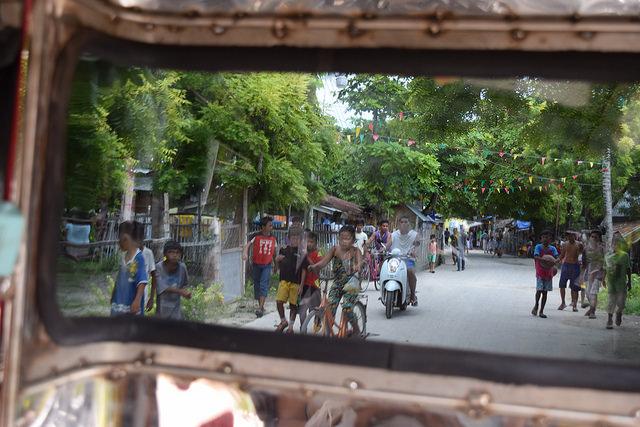 オランゴ島で生活する人々