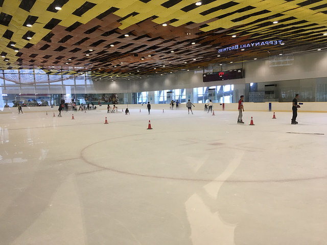 スケートリンクもある。ちょっと盛況。
