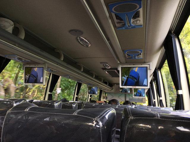 オスロブからの帰りのバス。こういうタイプのバスも道ばたで止めて乗れるのは楽ちん。