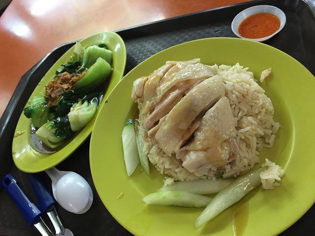 チキンライスは中サイズで5SGD、チンゲン菜は4SGD。