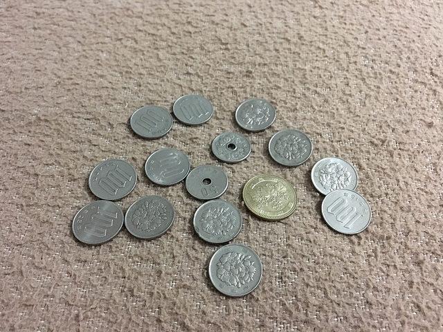 そべさんに両替してもらうべく、両替所で両替できなかった小銭を数える悪い僕