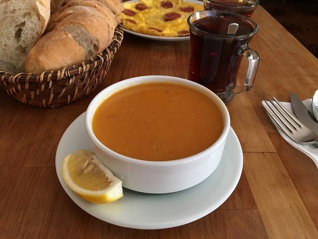 メルジメッキ・チョルバス(レンズ豆のスープ)