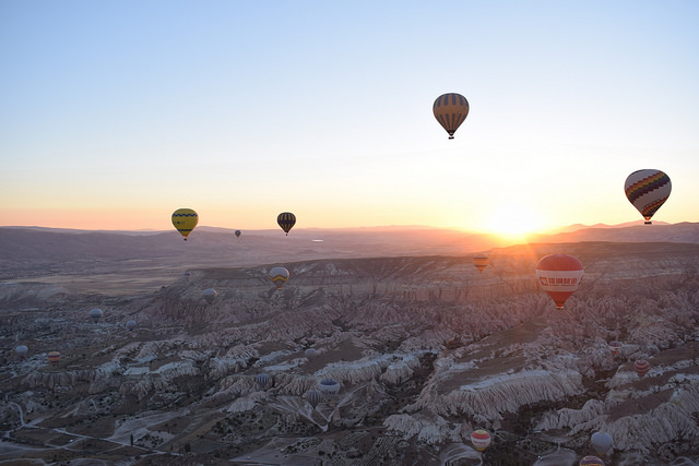 気球から望むカッパドキアの朝日