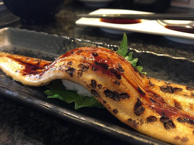 僕たちが愛する「寿司虎」のアナゴ一本握り