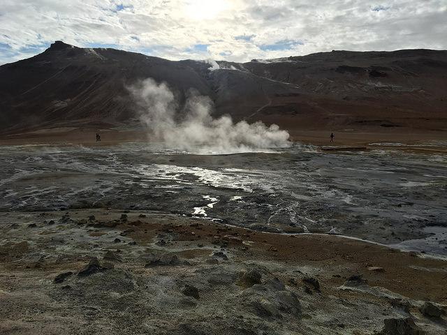 地熱エリア、硫黄臭がすごい