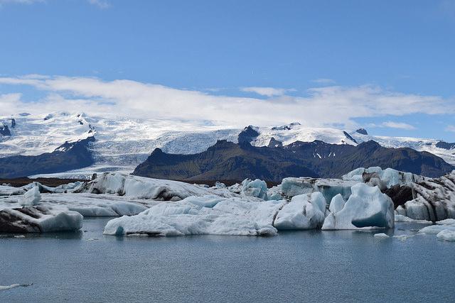 ヨークルスアゥルロゥン氷河湖。絶景以外の言葉が出てこない。