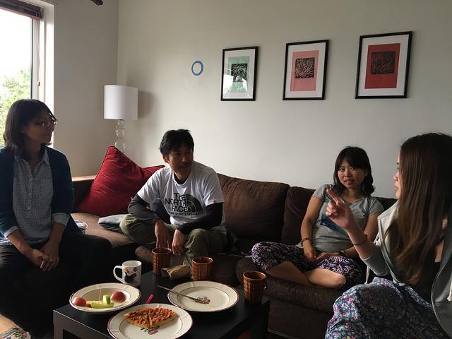 Airbnbで借りた家で最初のディナーと団欒