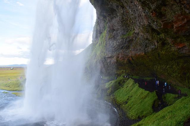 裏側を歩ける滝、セリャラントスフォス