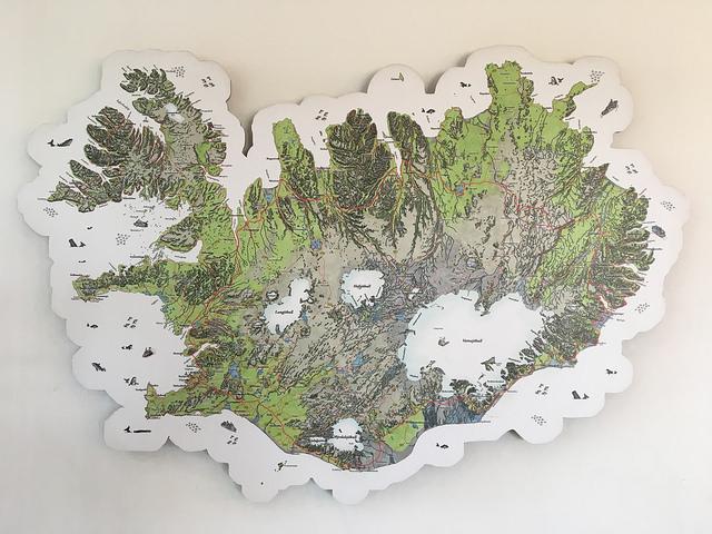レンタカー屋さんに飾ってあったアイスランドの地図