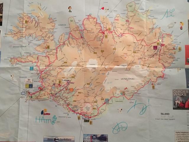 みんなのサインが入った思い出の地図、プライスレス。