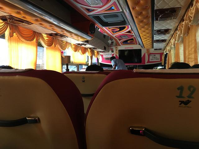 クラビへのバス