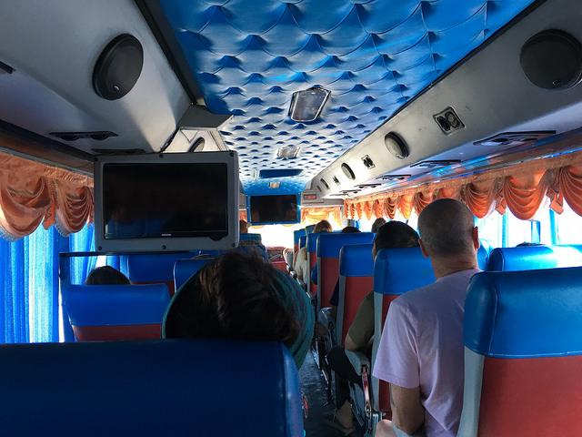 サムイ島行きフェリー乗り場へのバス