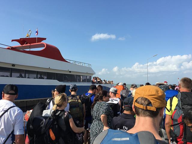 この船でサムイ島へ!