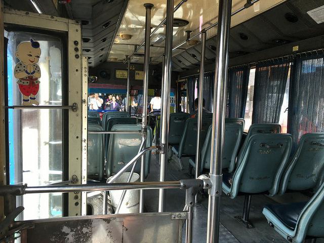 バンコク市内のバス