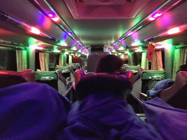 これがベトナム名物寝台バス