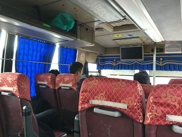 シアヌークビル行きのバスの中