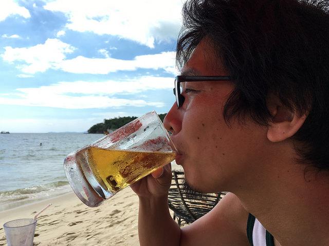 海とビール
